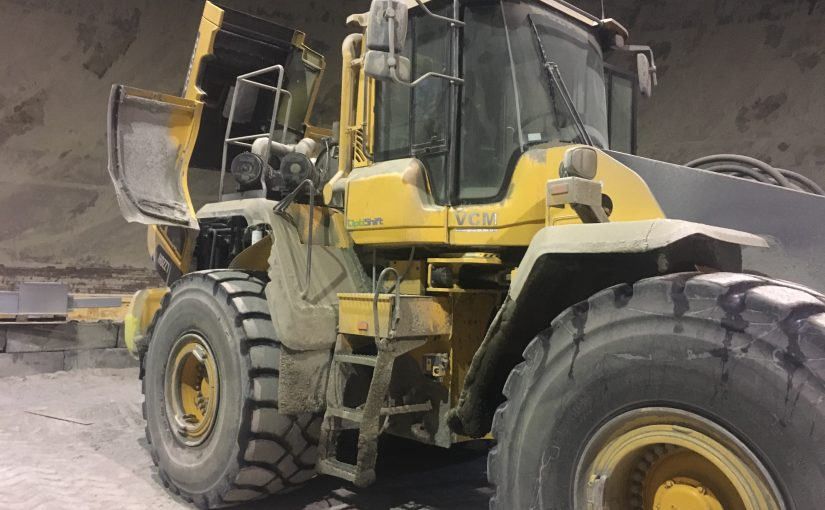 XLR Powered Precleaner Case Study: Wheel Loader in a Cement Factory